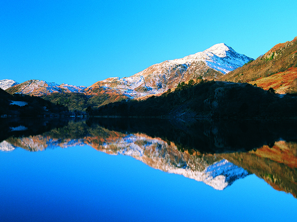 Llyn Gwynant, mirrored reflection of Snowonia mountains, perfect for wild swimming